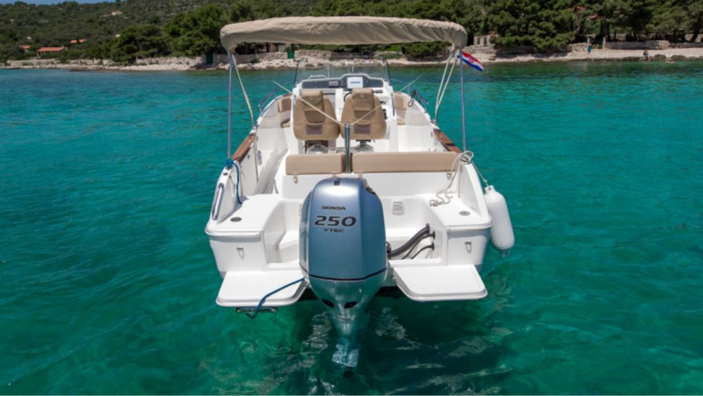 Noleggio Barca a motore con o senza skipper Jeanneau Traù
