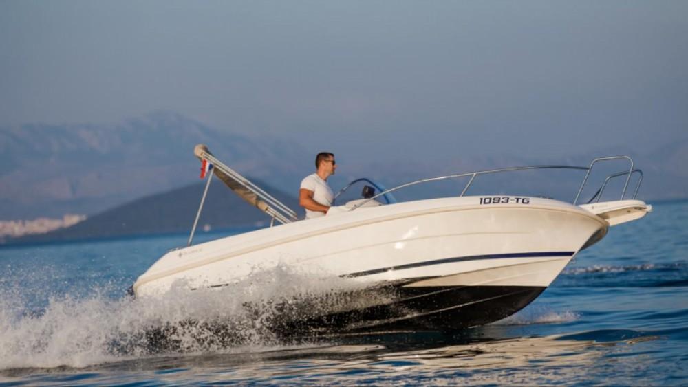 Bootverhuur Jeanneau Cap Camarat 555 in Trogir via SamBoat