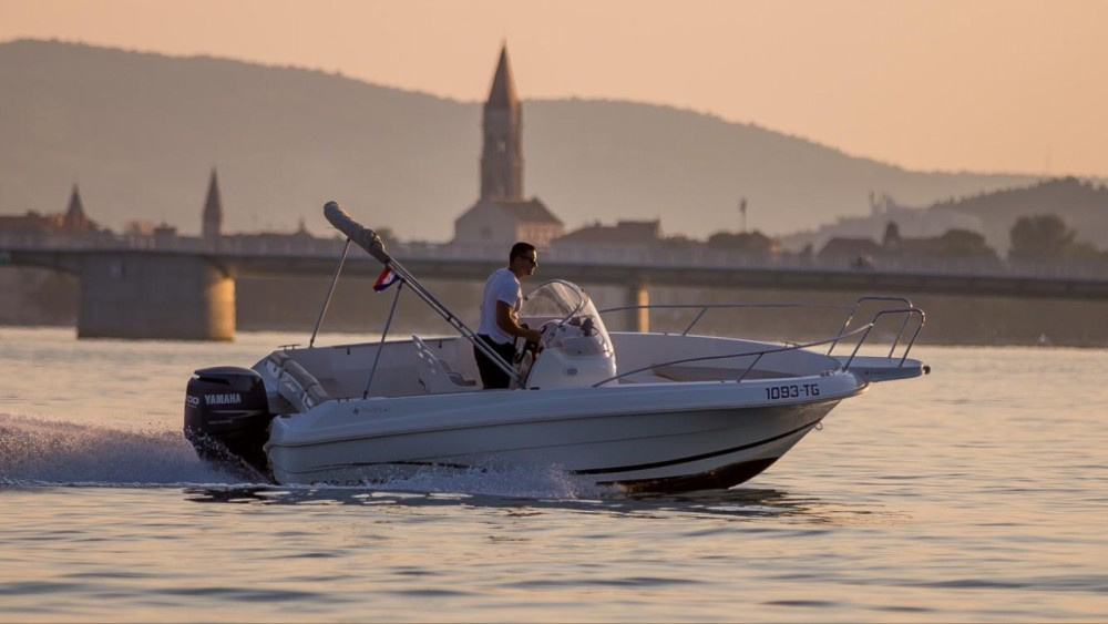 Location bateau Jeanneau Cap Camarat 555 à Trogir sur Samboat