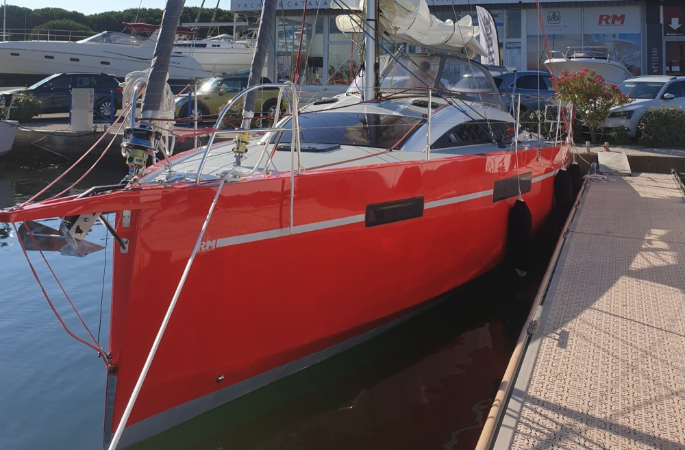 Fora Marine RM1070 between personal and professional Le Grau-du-Roi