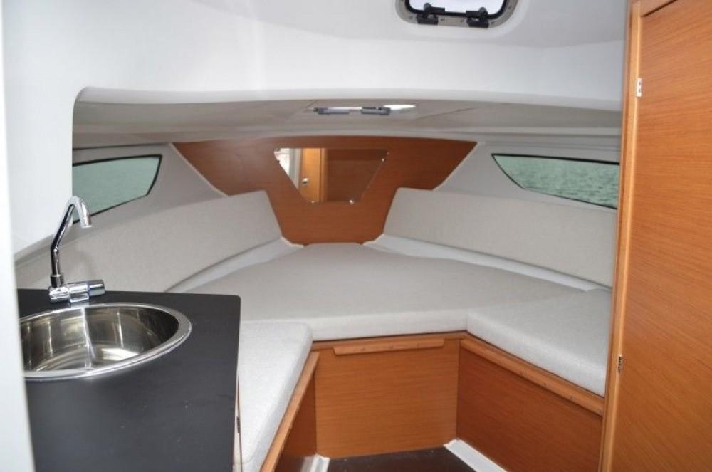 Location bateau Jeanneau Cap Camarat 7.5 WA Serie 2 à Tribunj sur Samboat