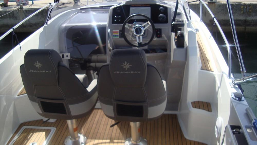 Louer Bateau à moteur avec ou sans skipper Jeanneau à Tribunj