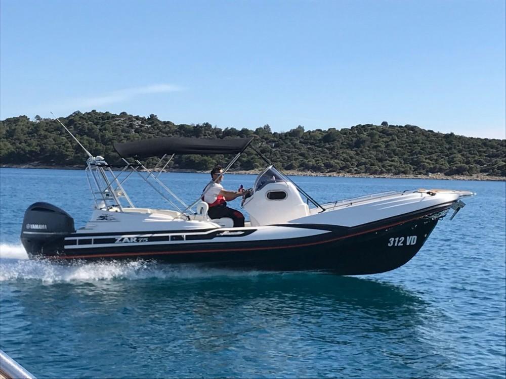 Louer Bateau à moteur avec ou sans skipper Zar Formenti à Tribunj