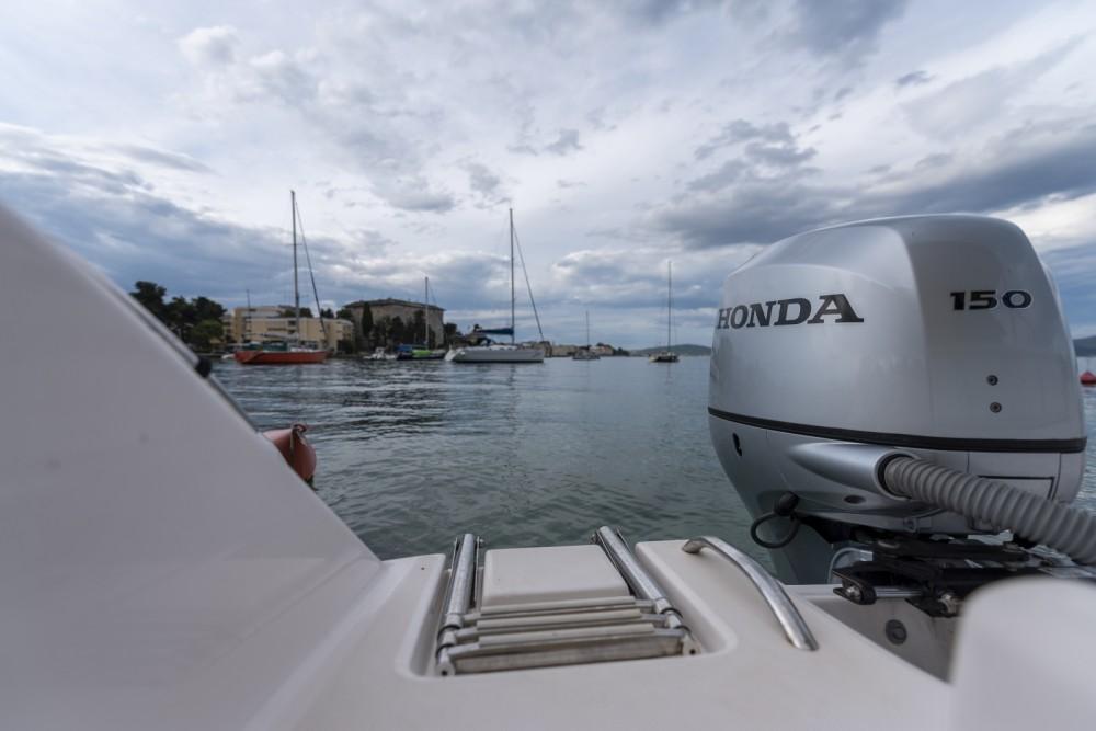 Location Bateau à moteur à Zadar - Elan Fishing 650 Cabin