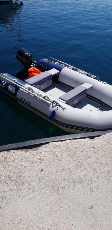 Huur een Zodiac Cadet 340 Solid in Marseille