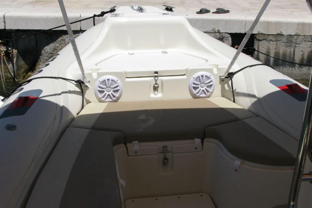 Location Semi-rigide Barracuda avec permis