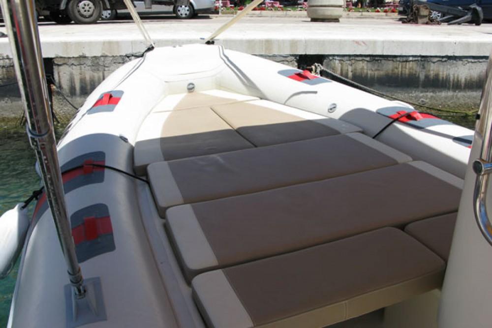 Louez un Barracuda 530 à Biograd na Moru