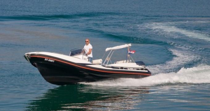 Louer Semi-rigide avec ou sans skipper Zar à Duće