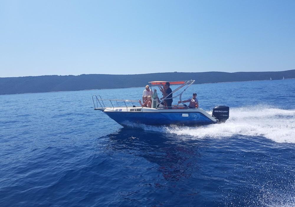 Louer Bateau à moteur avec ou sans skipper Elan à Supetar