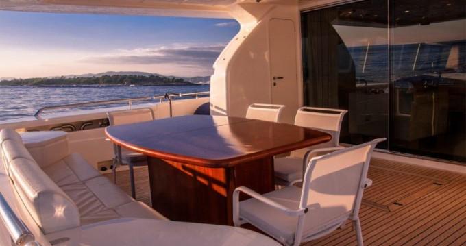Location bateau Vallauris pas cher Ferretti 830