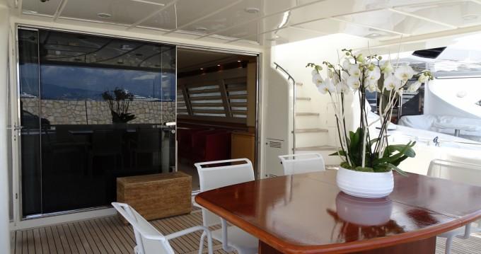 Location bateau Ferretti Ferretti 830 à Vallauris sur Samboat