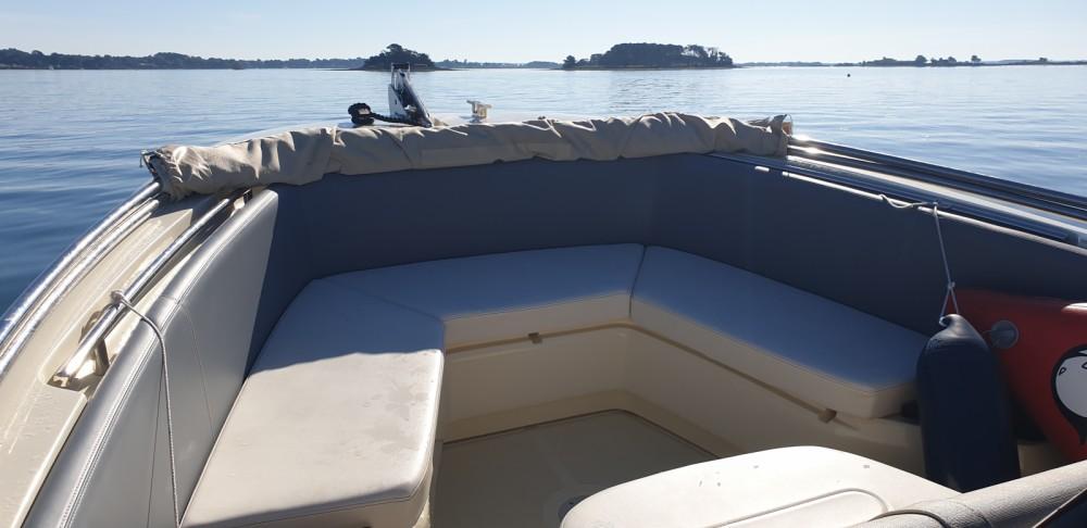 Louer Bateau à moteur avec ou sans skipper Invictus  à Vannes
