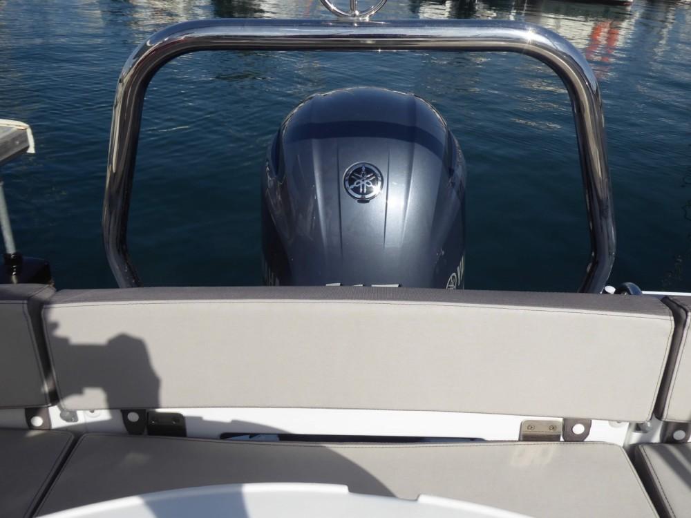 Rental Motor boat in Saint-Cyprien - Jeanneau Cap Camarat 5.5 WA Serie 2