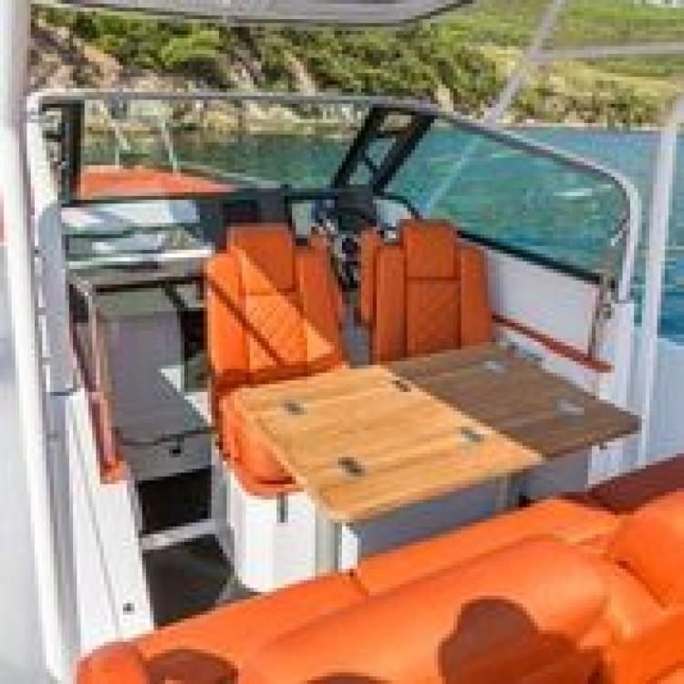 Louer Bateau à moteur avec ou sans skipper Axopar à Furnari