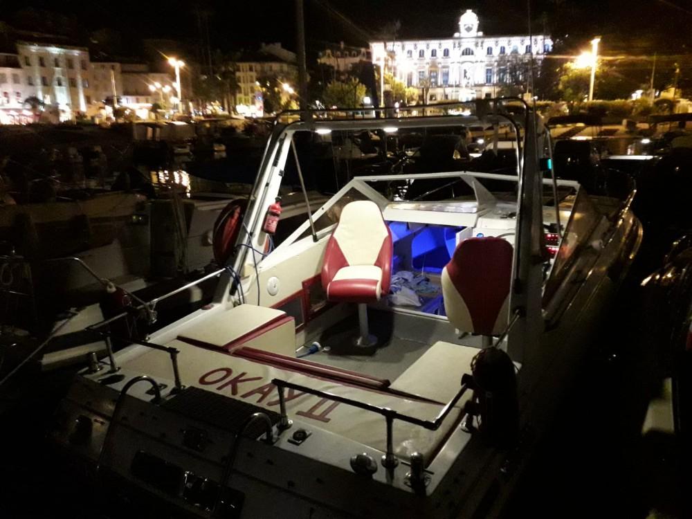 Louer Bateau à moteur avec ou sans skipper Century à Cannes