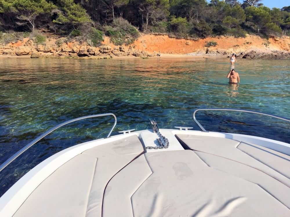 Rent a Bénéteau Flyer 6.6 SUNdeck Toulon