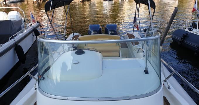 Louer Semi-rigide avec ou sans skipper Capelli à Port Grimaud