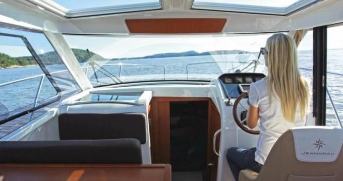 Location bateau Jeanneau Merry Fisher 855 à Trogir sur Samboat