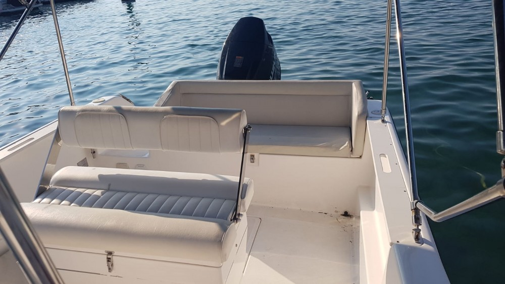 Louer Bateau à moteur avec ou sans skipper Elan à Malinska