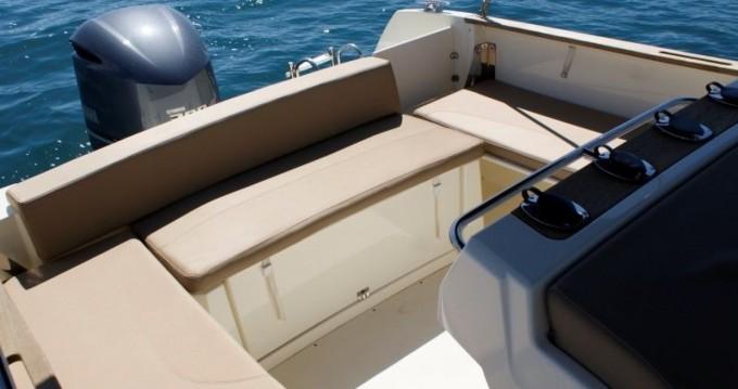 Location bateau Trogir pas cher Cap Camarat 7.5 CC
