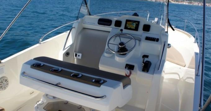 Jeanneau Cap Camarat 7.5 CC entre particuliers et professionnel à Trogir