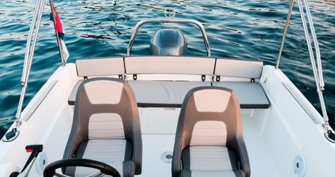 Location bateau Jeanneau Cap Camarat 5.5 CC à Trogir sur Samboat