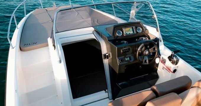 Louez un Quicksilver Quicksilver 675 Activ Sundeck à Trogir