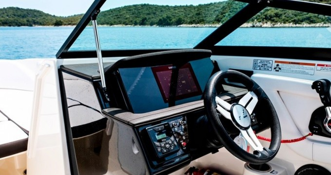 Location bateau Sea Ray SPX 210 OB à Trogir sur Samboat