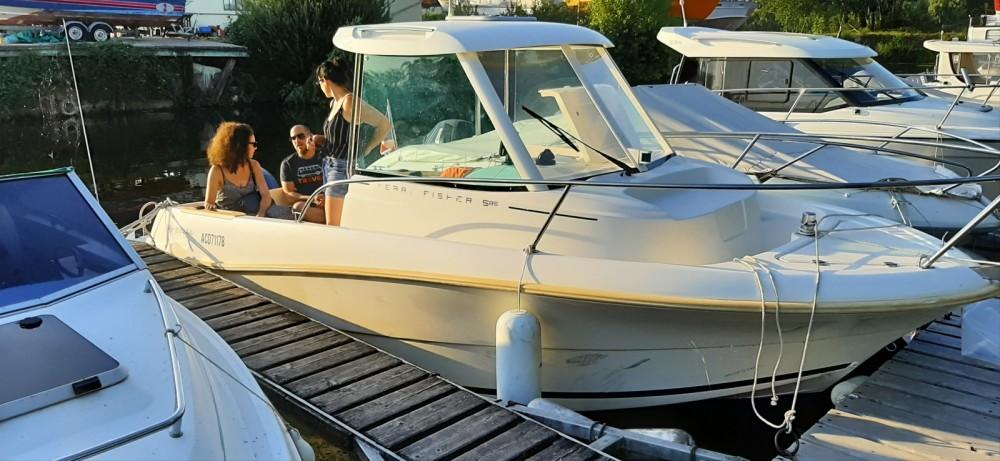 Huur Motorboot met of zonder schipper Jeanneau in Conflans-Sainte-Honorine