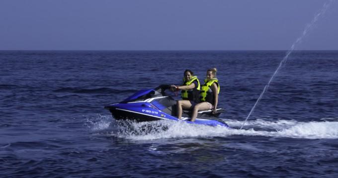 Louer Semi-rigide avec ou sans skipper Yamaha à Nerja