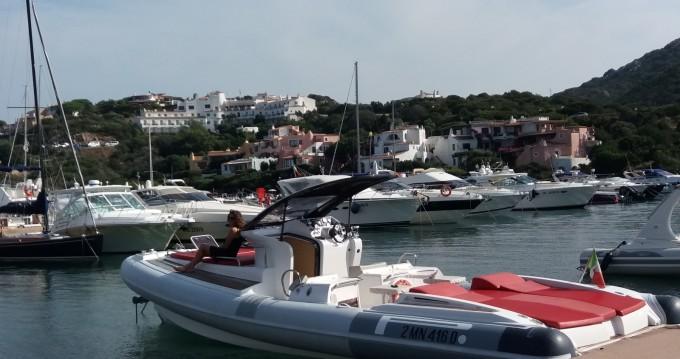 Location Semi-rigide à Porto Rotondo - Pirelli P1100 cabin