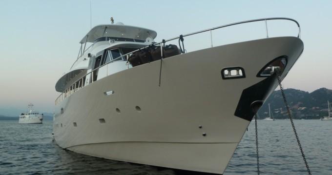 Location bateau Ajaccio pas cher Mondomarine 82