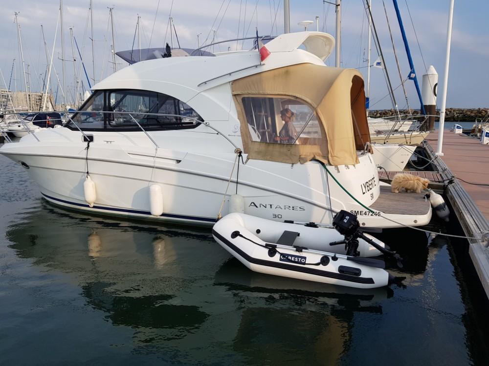 Location bateau Bénéteau Antares 30 Fly à Rouen sur Samboat