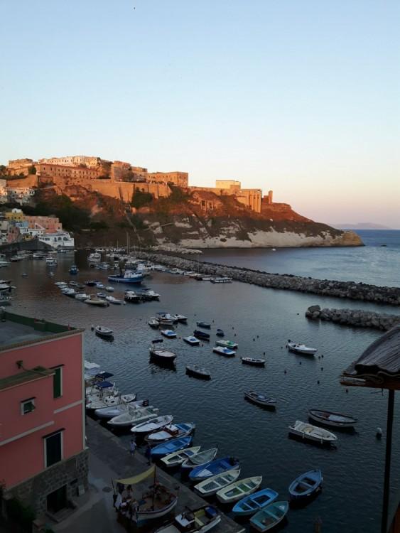 Noleggio barche Napoli economico Fiart 28 Genius