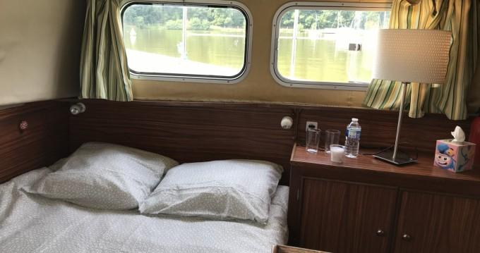 Location bateau La Vicomté-sur-Rance pas cher Penichette 930