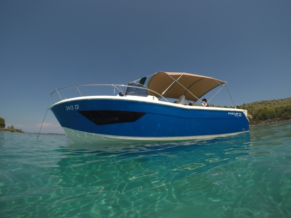 Rental Motor boat Focus motor boats with a permit