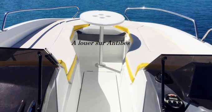 Location Bateau à moteur à Antibes - Bénéteau Flyer 6 SPORTdeck Open 175 ch Tour de Wake