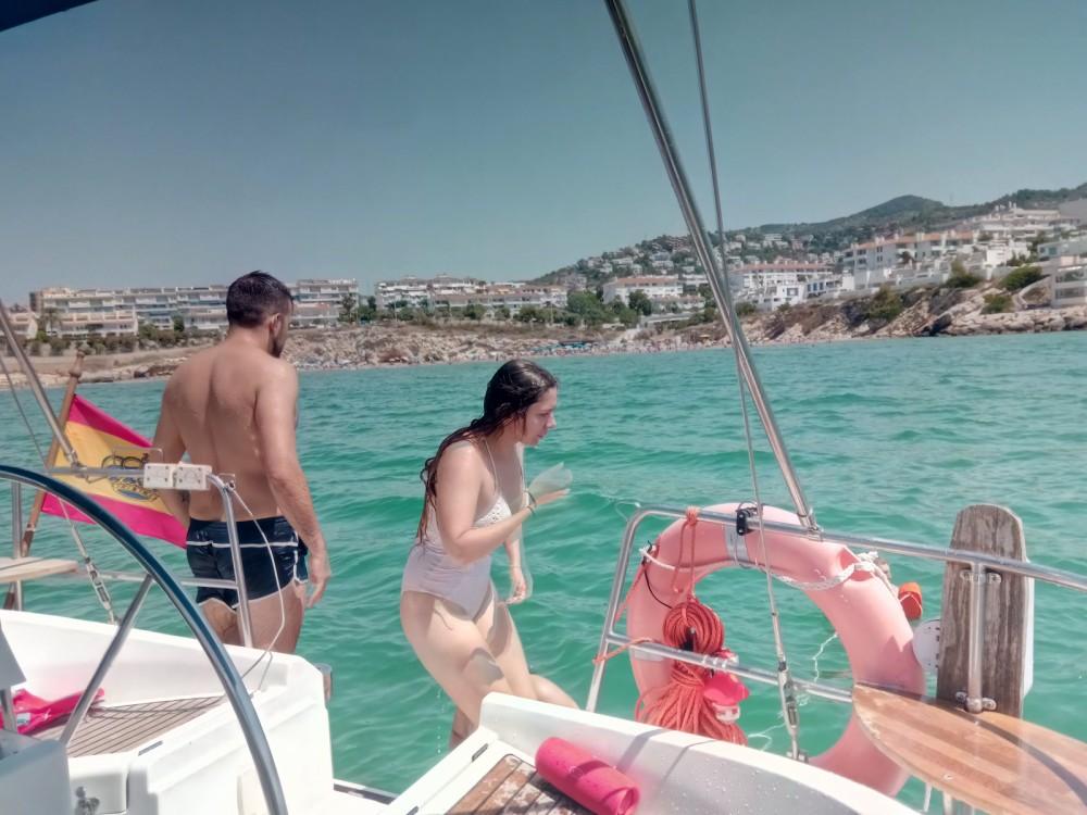 Huur een Bénéteau Oceanis 400 in Castelldefels
