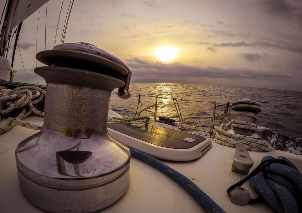 Zeilboot te huur in Castelldefels voor de beste prijs
