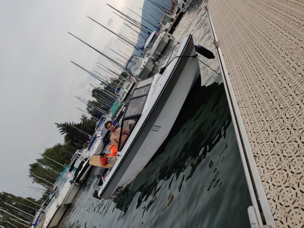Louer Bateau à moteur avec ou sans skipper Jeanneau à Bourdeau