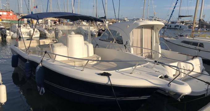 Louer Bateau à moteur avec ou sans skipper White Shark à Hyères