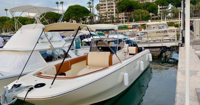 Location bateau Cannes pas cher Invictus 270 FX