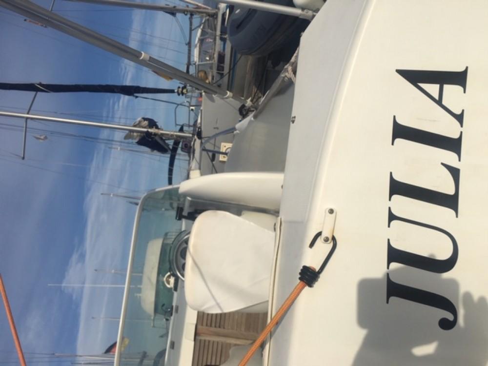 Louer Bateau à moteur avec ou sans skipper Bénéteau à Port Charles Ornano