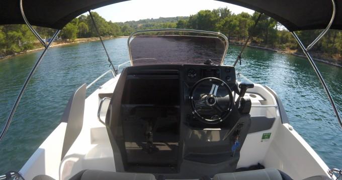 Louer Bateau à moteur avec ou sans skipper Bénéteau à Trogir