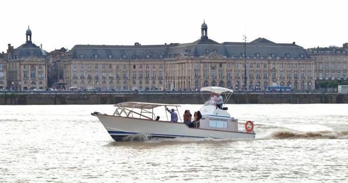Bateau à moteur à louer à Bordeaux au meilleur prix
