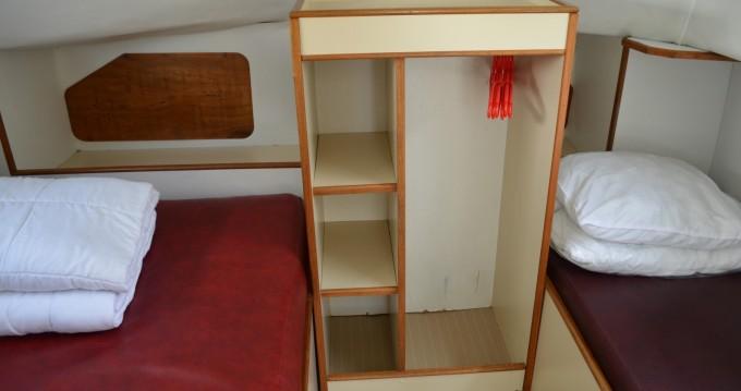 Location bateau Luzech pas cher Triton 860 Fly