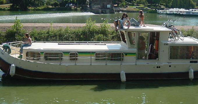 Louer Péniche avec ou sans skipper Les Canalous à Luzech