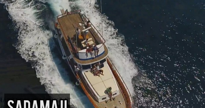 Location bateau Comena Sadama  à Naples sur Samboat