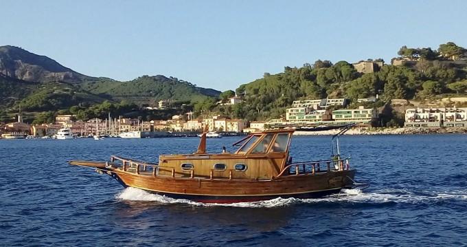 Location yacht à Porto Azzurro - Cantiere Lampedusa Gozzo cabinato legno sur SamBoat