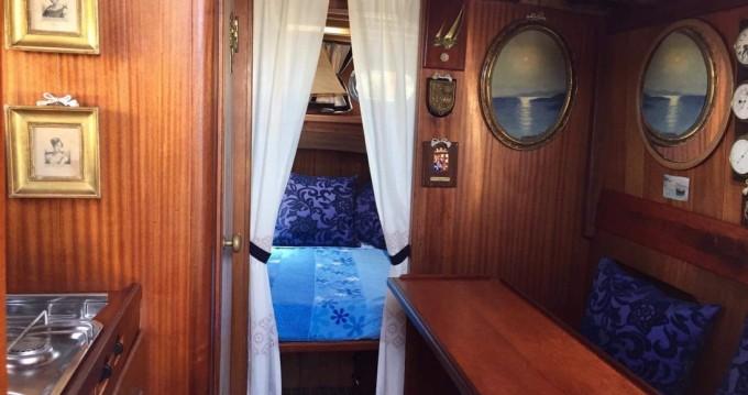 Cantiere Lampedusa Gozzo cabinato legno entre particuliers et professionnel à Porto Azzurro